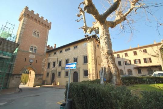 nel cuore del borgo medievale- con camino e doppi servizi