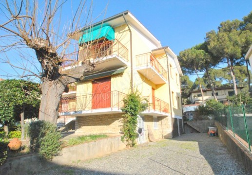 with 2 balconies and parking-450mt from the sea