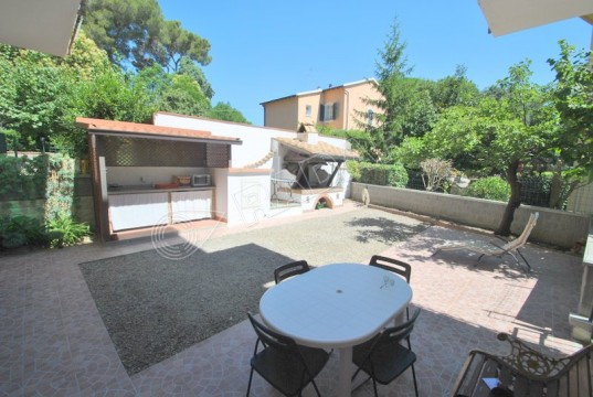 with large private garden 150 meters from the sea