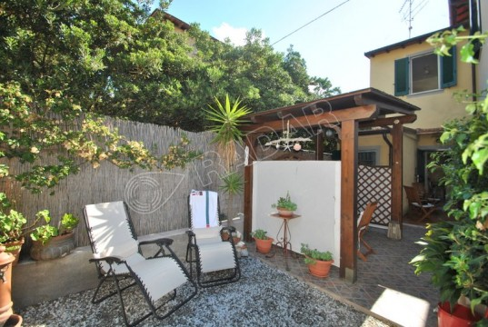 with garden 50 meters from the sea