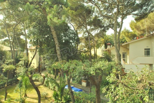 surrounded by greenery 50 meters from the sea with large garden and two garages
