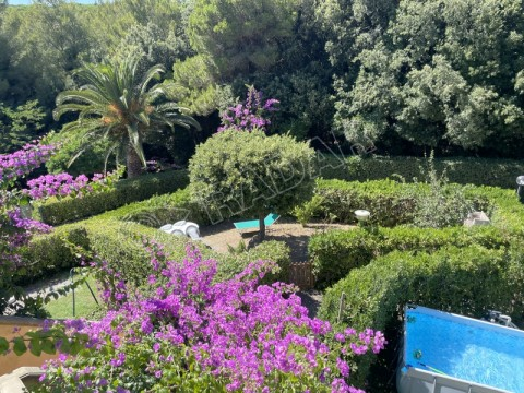 with garden and parking 600 mt from the sea